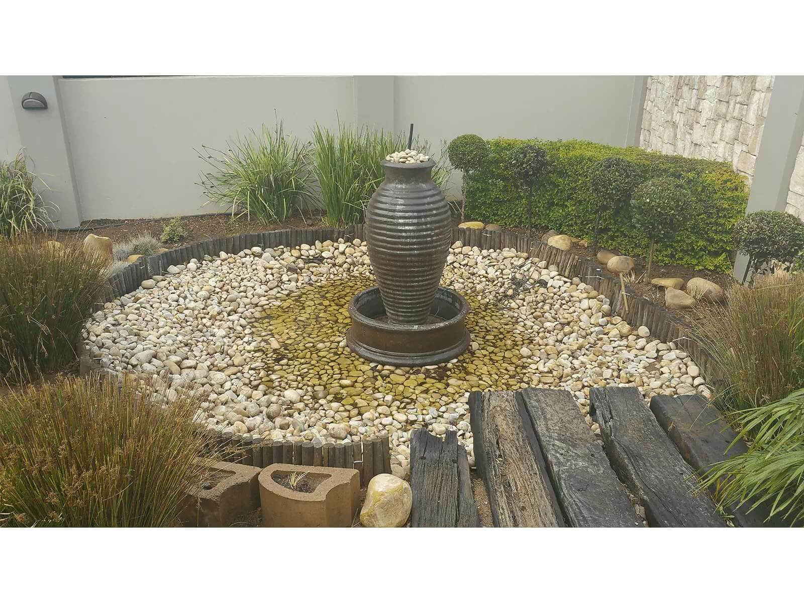 Lanscape Garden Fountain With Riverstone